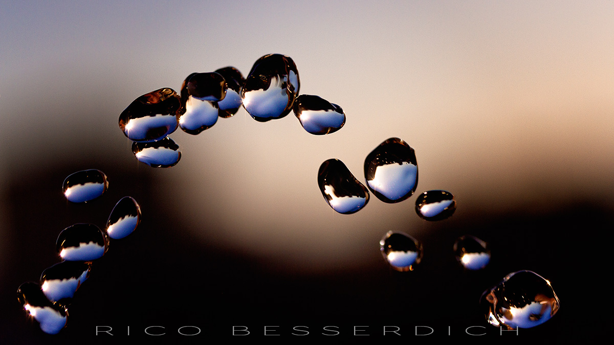 Night Droplets by Rico Besserdich. All rights reserved.